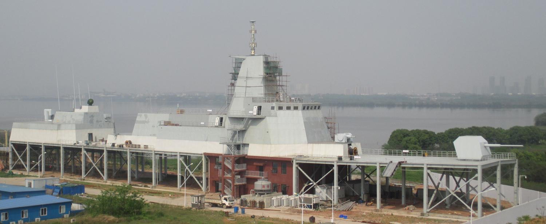 Plateforme de compatibilité électromagnétique de Type 055 à Wuhan