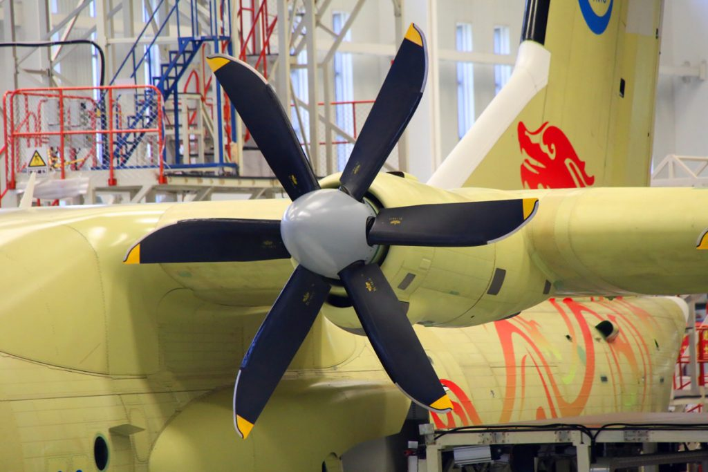 Le turboprop WJ-6 et les hélices JL-4 en composite