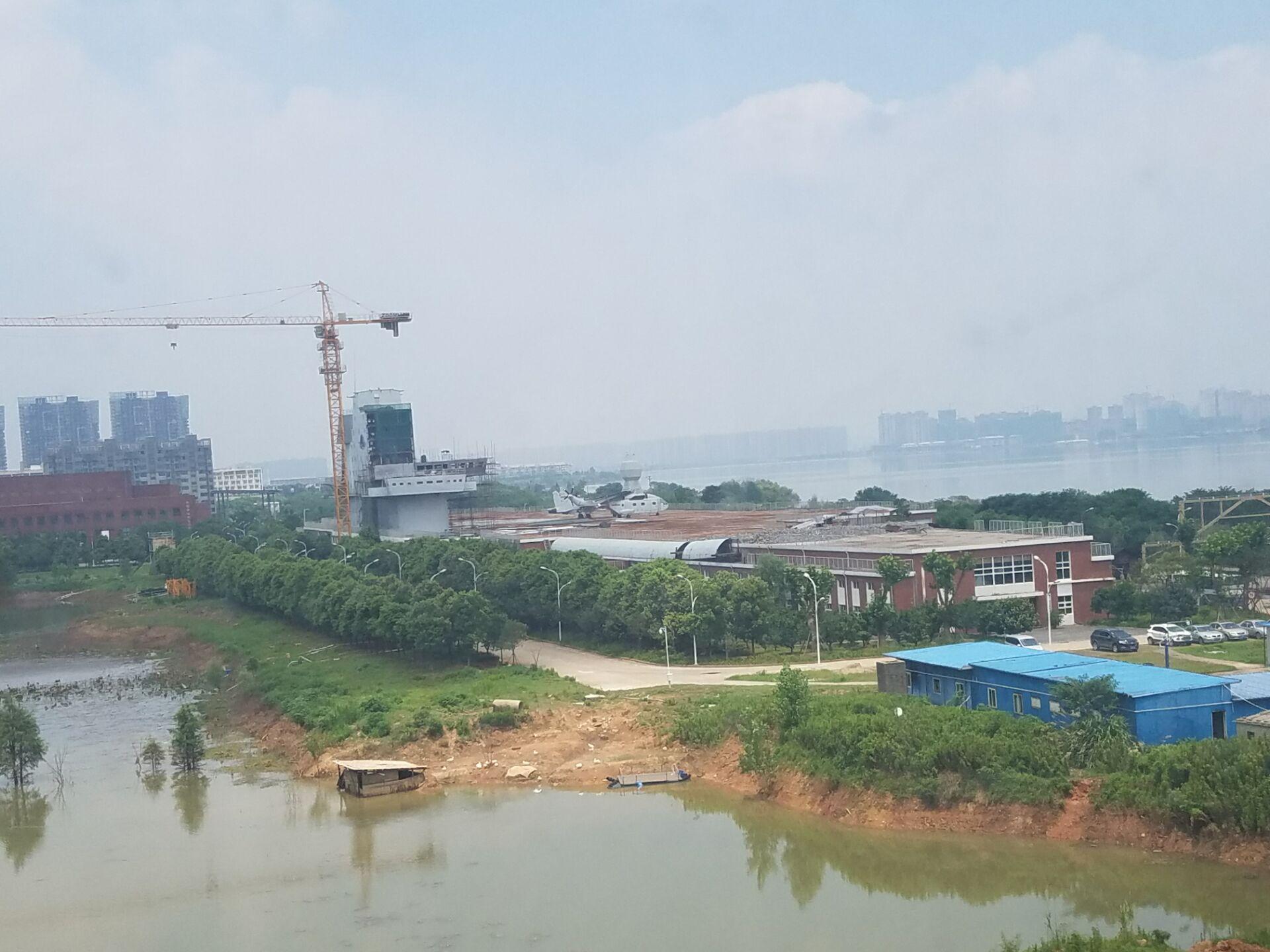 Plateforme grandeur nature de compatibilité électromagnétique à Wuhan