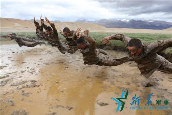 Déploiement de troupes à la frontière sino-indienne | East