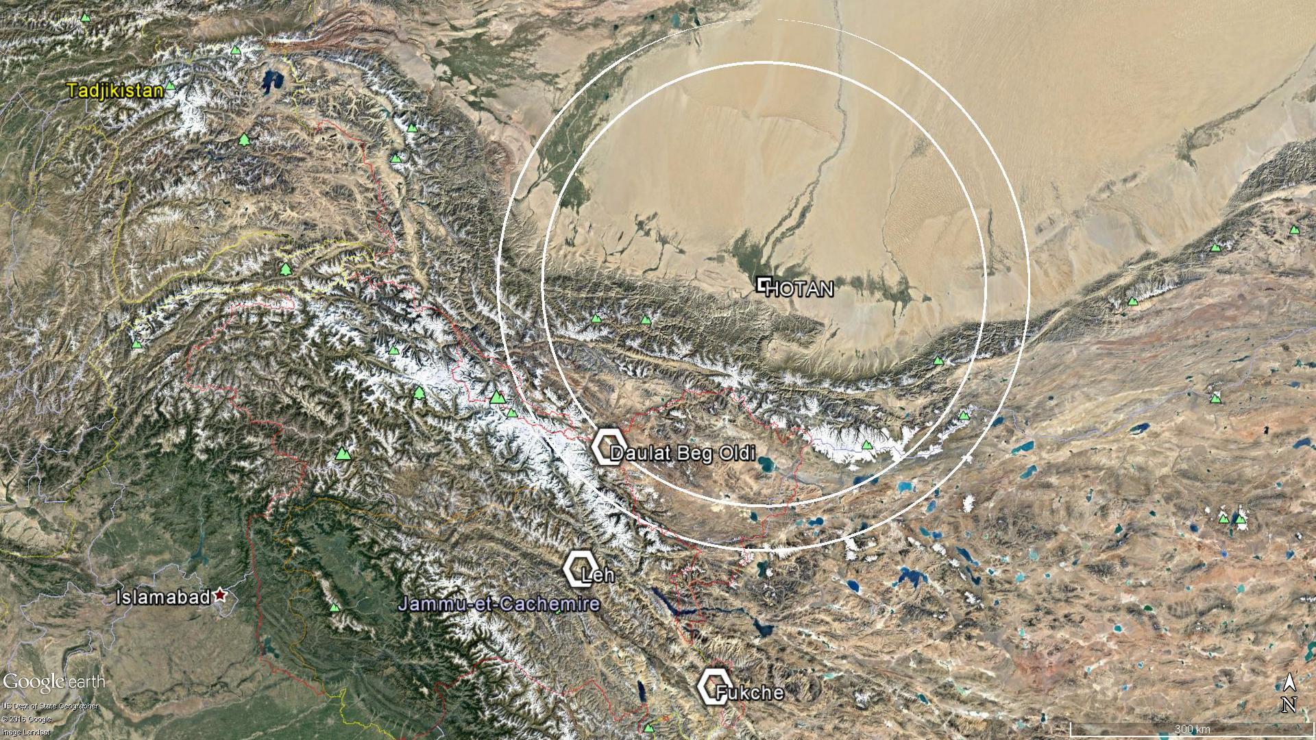 250 à 300km autour de la base aérienne de Hotan, et les positions stratégiques indiennes.