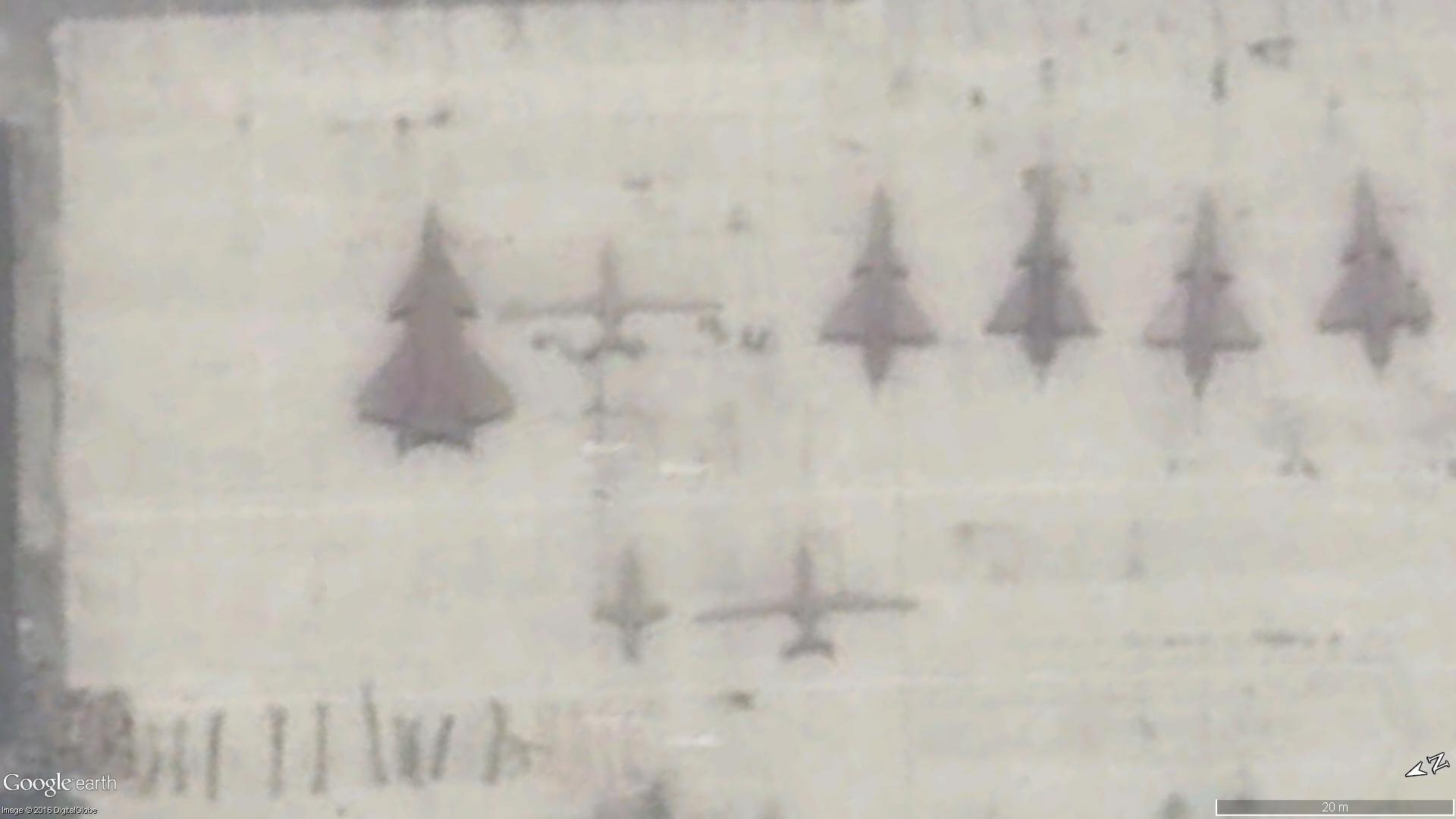 Un drone non identifié sur le tarmarc de l'Usine 132 à Chengdu le 25 Juillet 2015