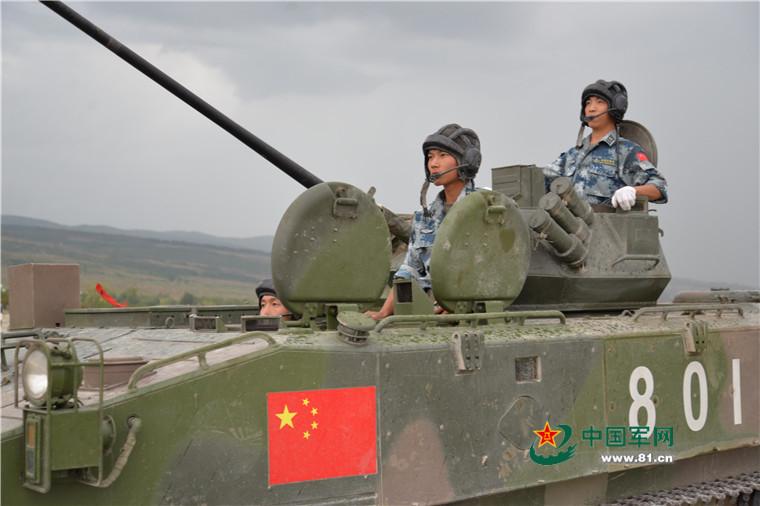 """首战首胜!中国空降兵勇夺国际赛事""""空降排""""首阶段第一"""