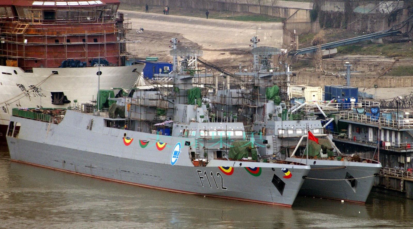 Les deux première corvettes C13B en armement à Wuhan (2015)