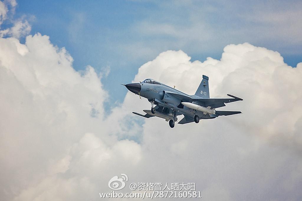 FC-1 Block I avec deux missiles supersoniques CM-400AKG