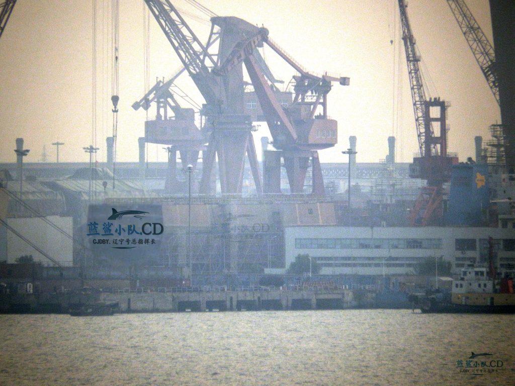 2016 08 21 - Le premier Type 055 en assemblage final à Shanghai - 05