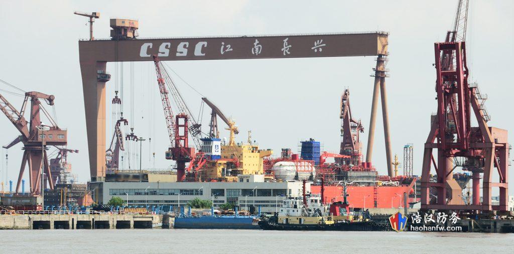 2016 08 21 - Le premier Type 055 en assemblage final à Shanghai - 06