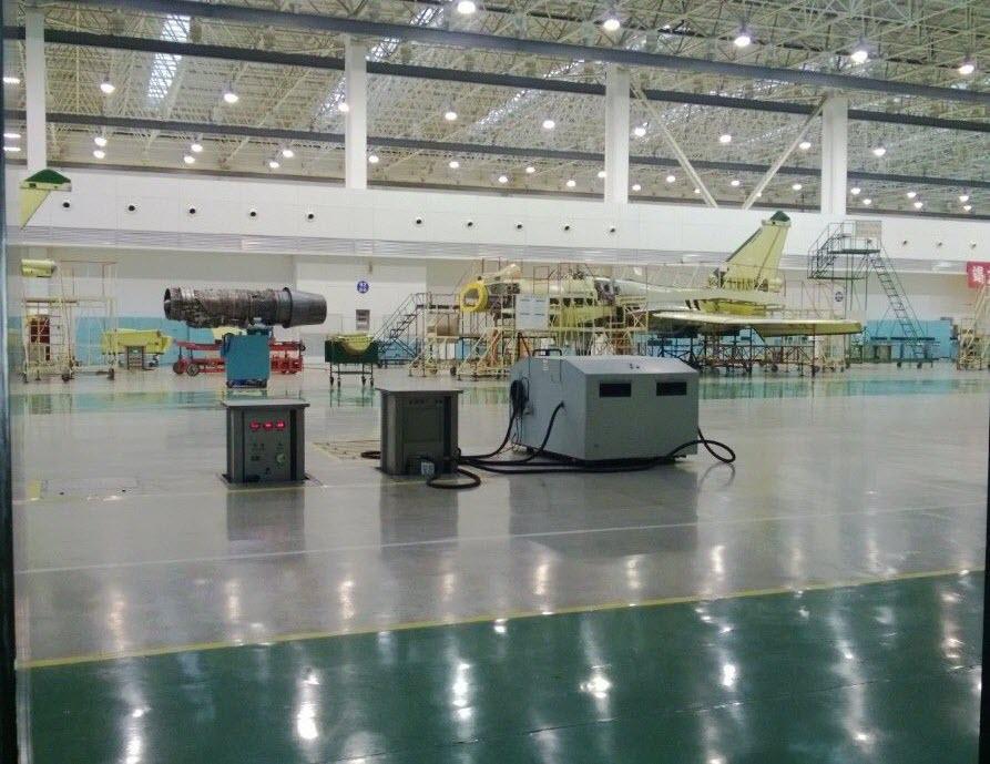 La chaîne d'assemblage final de J-10B : le technicien qui a posté cette photo et une autre sur le J-20 a été licencié pour avoir enfreint le règlement intérieur