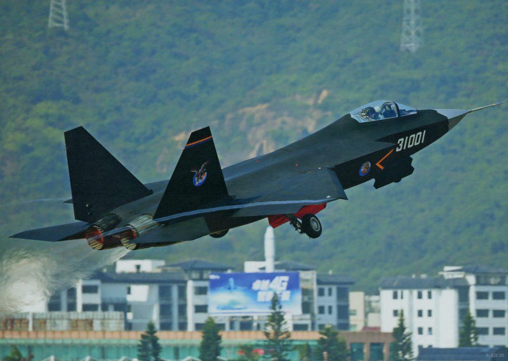 Premier prototype de FC-31 en vol de démonstration à Zhuhai