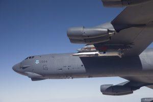 Le X-51A rattaché à une aile de B-52H de l'Unité 20 Bomber Squadron