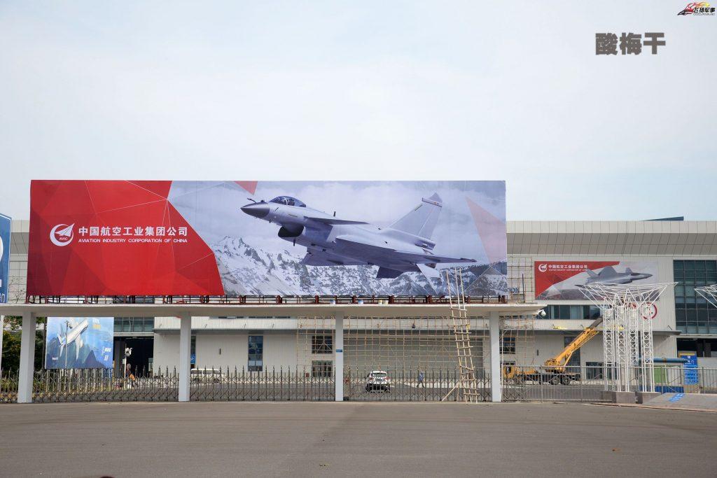 2016-10-25-airshow-china-2016-larrivee-de-h-6k-j-10b-y-20-01