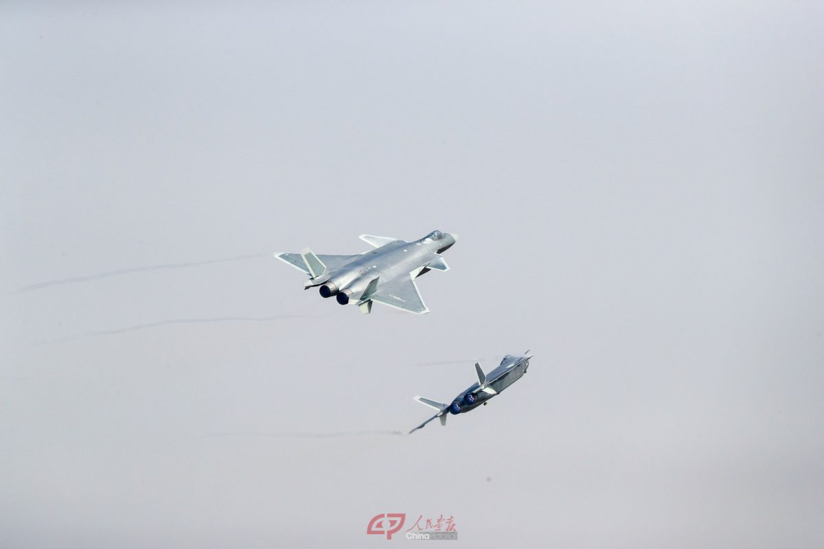 Deux J-20 au premier jour du Salon de Zhuhai
