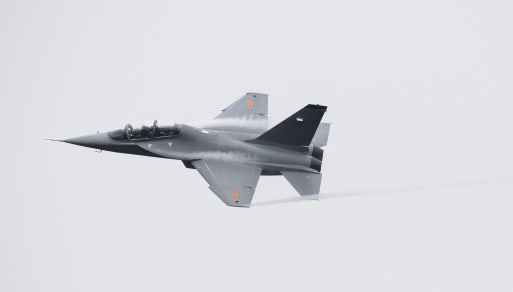 [Aviation] JL-10 / L-15 - Page 2 2016-11-10-le-L-15-test%C3%A9-par-les-pilotes-uruguayens-09-1024x584