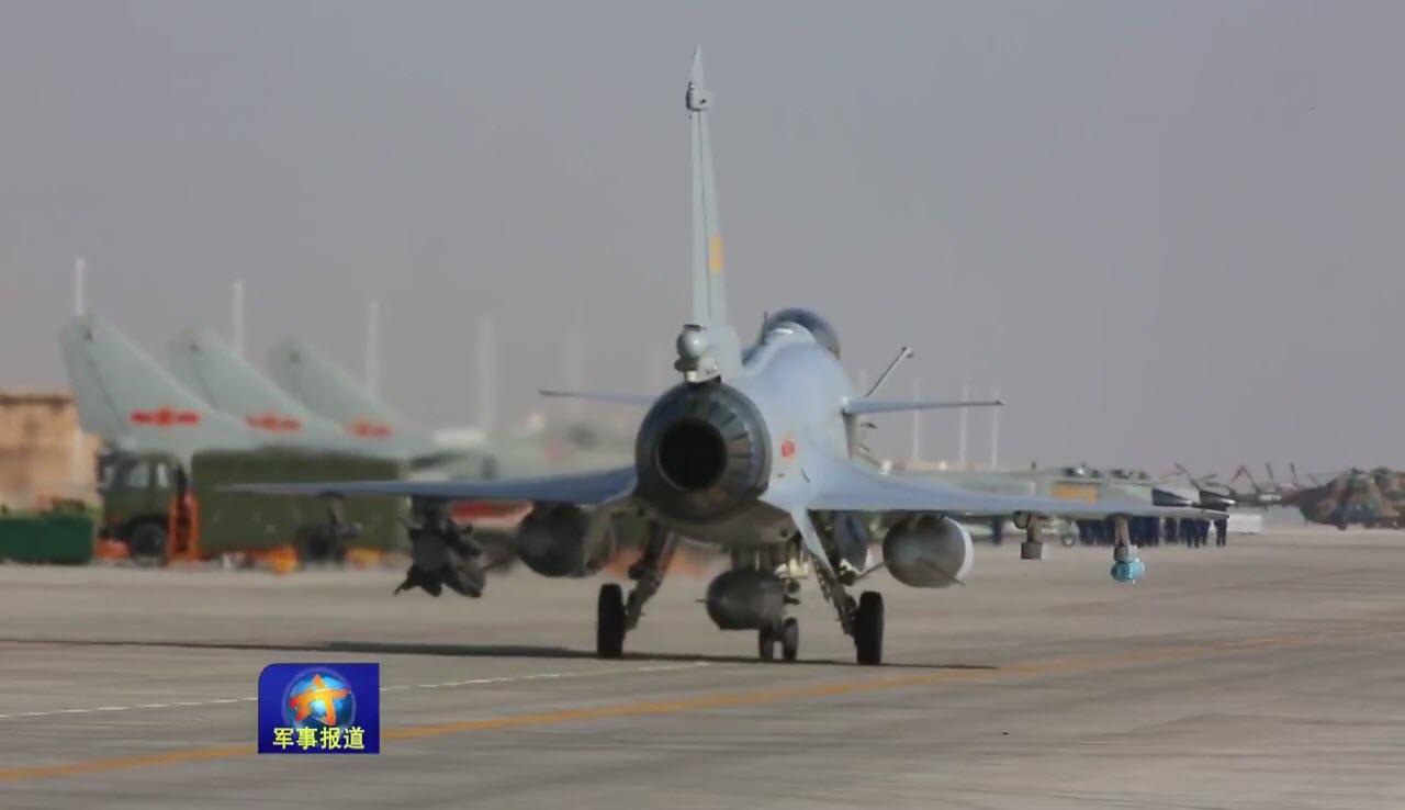 Un J-10B avec un missile anti-radiation YJ-91