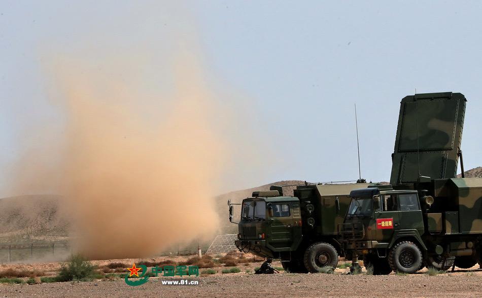 Le radar de conduite de tir, un AESA, du HQ-16A de l'armée de terre chinoise. (Source : l'armée chinoise)