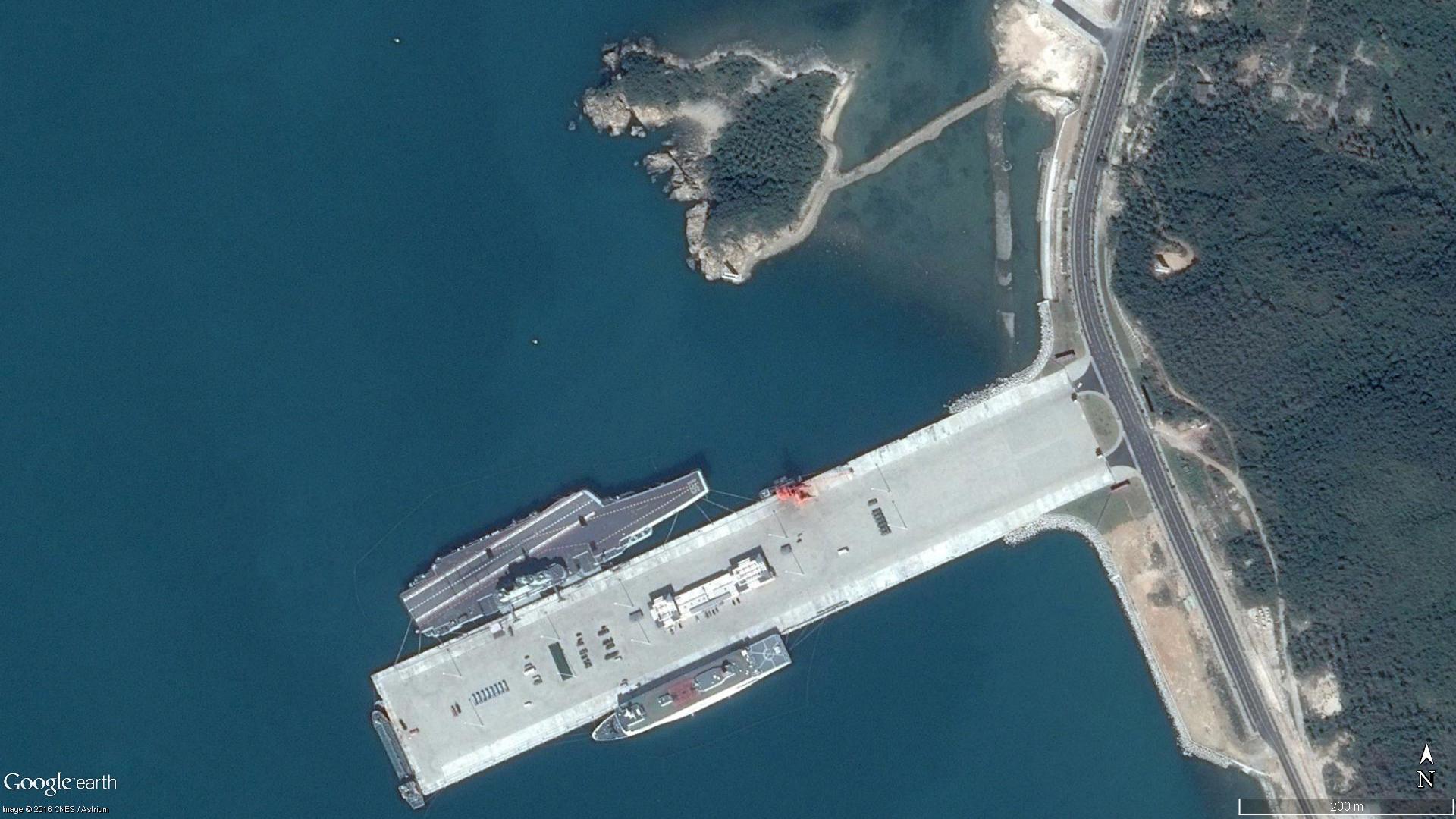 La base navale de qingdao s 39 agrandit pour accueillir un for La 9eme porte