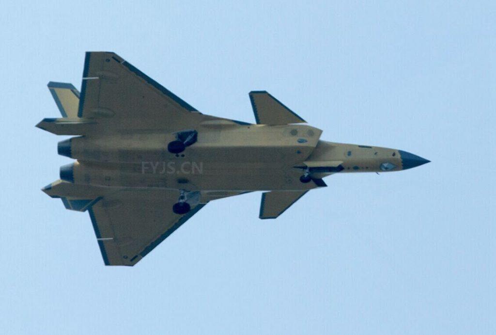 [Aviation] J-20 - Page 20 2017-01-14-Le-13%C3%A8me-avion-de-chasse-J-20-en-vol-01-1024x691