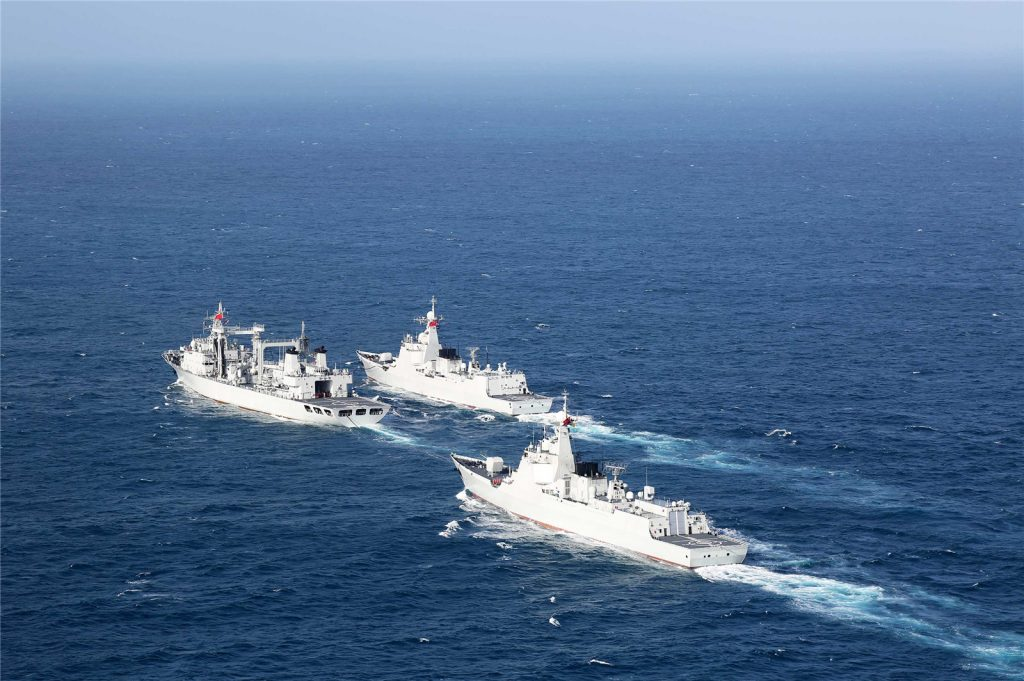 Type 052D - Destroyer - Page 13 2017-02-21-Exercice-%C3%A0-tirs-r%C3%A9els-de-deux-destroyers-chinois-03-1024x681
