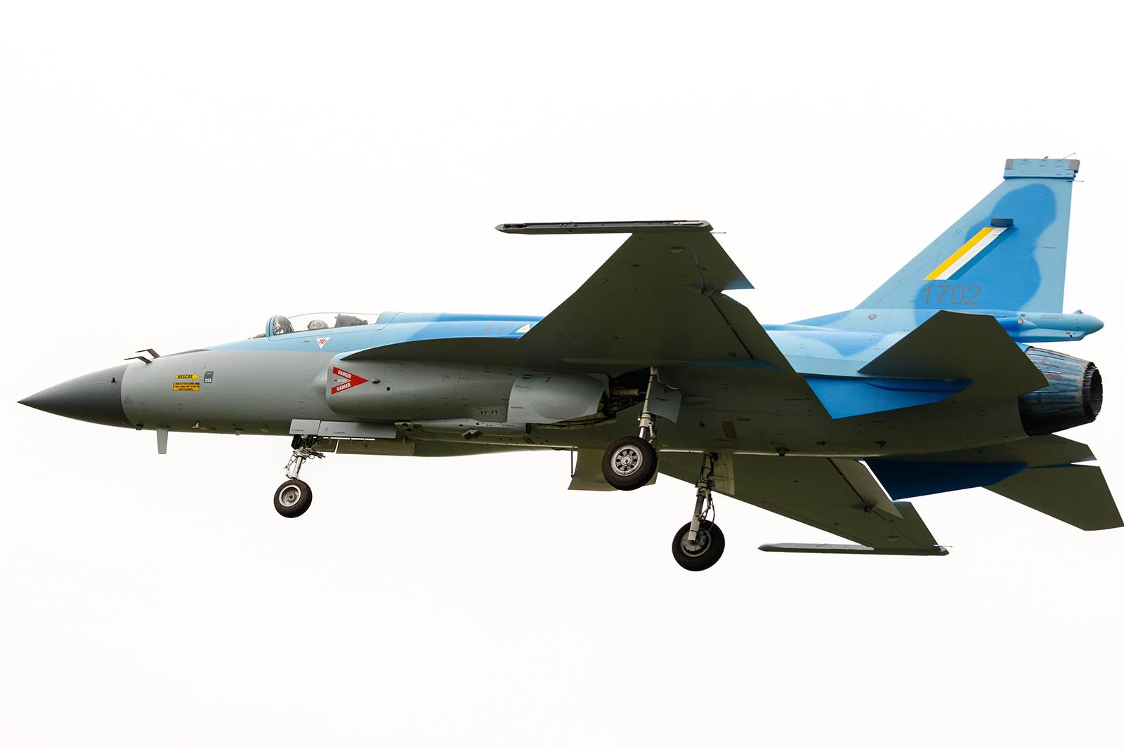 FC-1 / JL-17 / JF -17 - Página 42 2017-06-14-Le-1er-JF-17-birman-prend-son-envol-%C3%A0-Chengdu-04