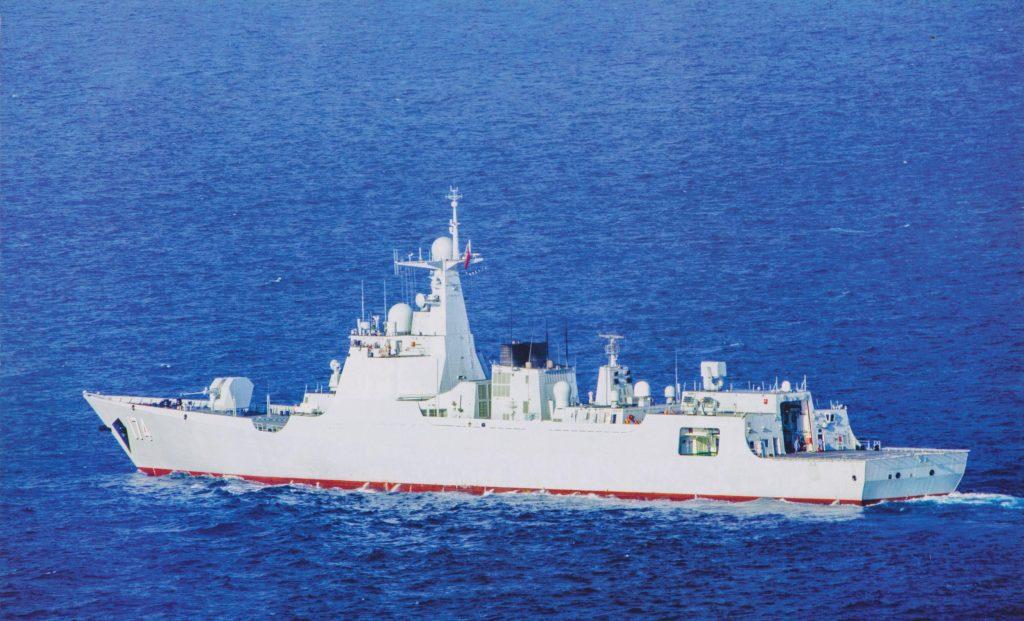 Type 052D - Destroyer - Page 14 2017-07-08-Un-destroyer-Type-052D-en-panne-dans-loc%C3%A9an-Indien-09-1024x621