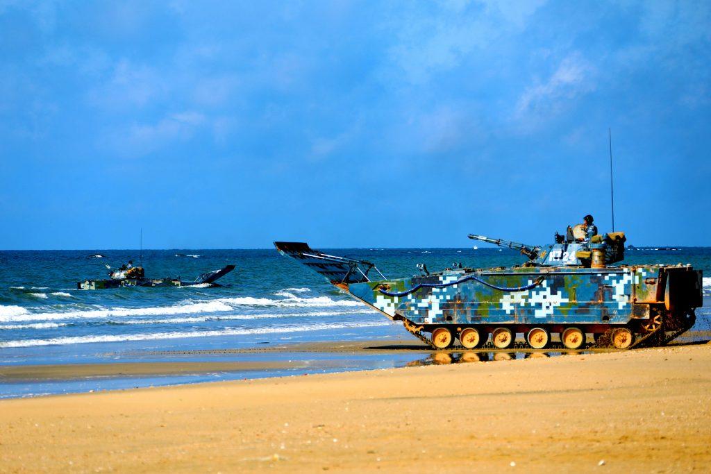 Fil Infos - PLAN - Marine Chinoise - Page 34 2017-08-22-Exercice-amphibie-devant-la-porte-du-Vietnam-03-1024x683