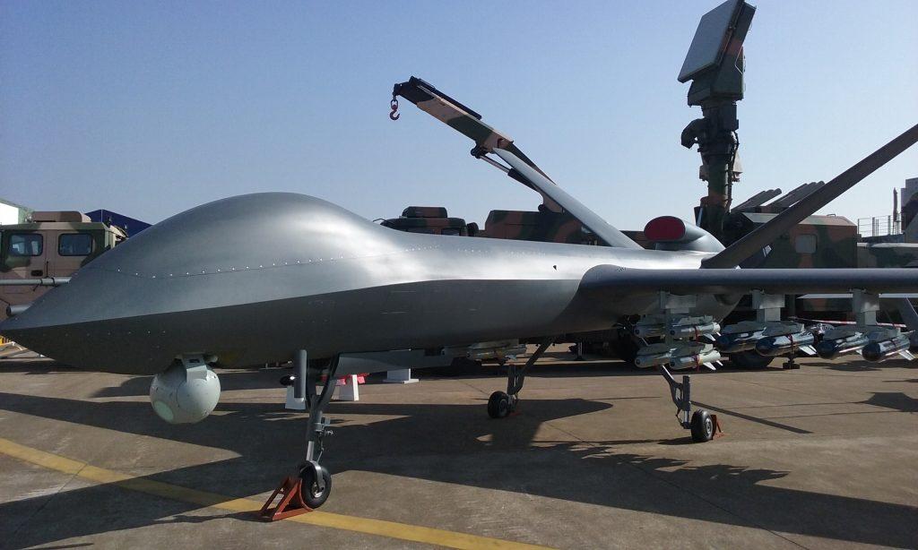 [Aviation] Drones & Drones de Combat Chinois - Page 12 2017-09-27-Le-drone-CH-5-teste-deux-nouvelles-armes-guid%C3%A9es-01-1024x614