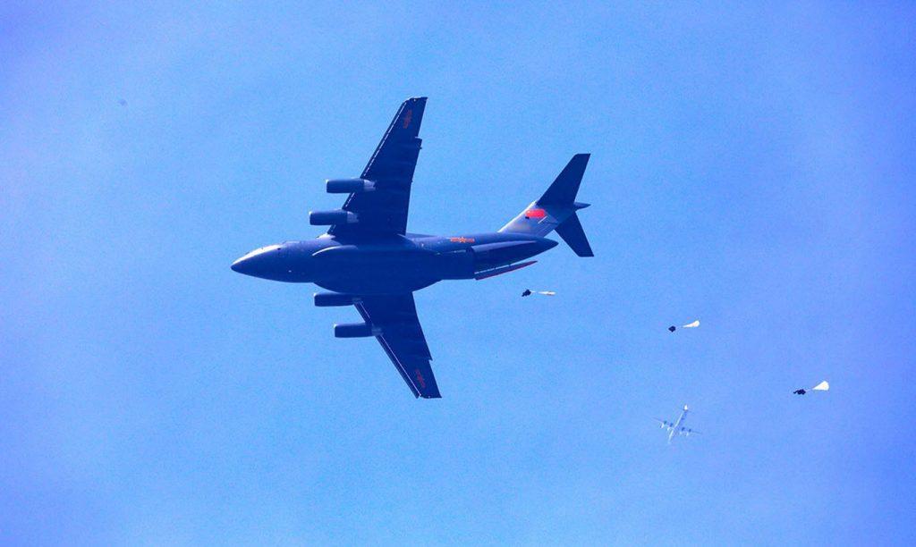 [Aviation] Y-20 - Page 4 2018-05-10-Tests-de-parachutage-pour-le-Y-20-chinois-03-1024x612