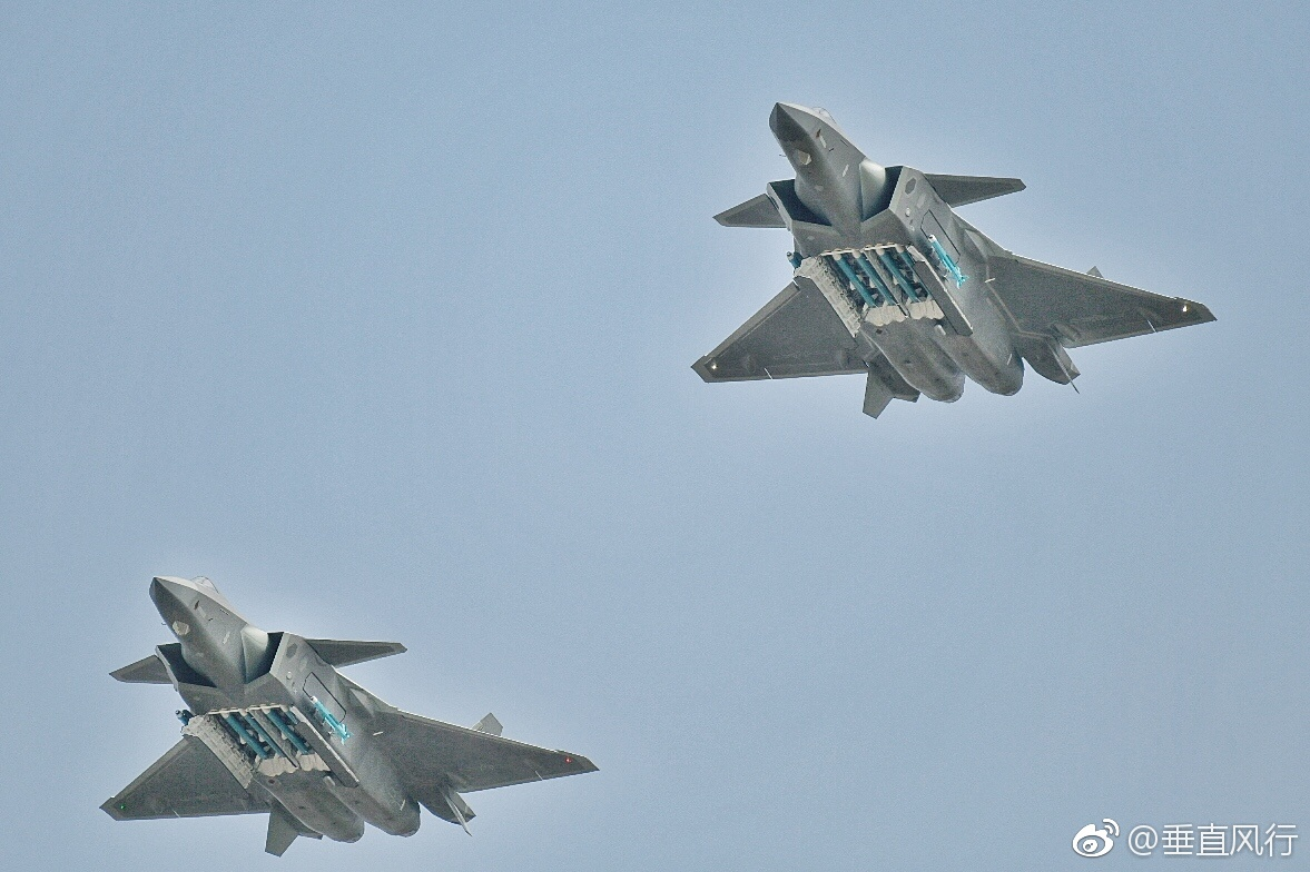 الصين تجري التحسينات النهائية تمهيدا لبدء إنتاج مقاتلات J-20 الشبحيه  2018-11-12-Cockpit-soutes-d%C3%A9monstration...-le-J-20-se-d%C3%A9voile-davantage-Part-06