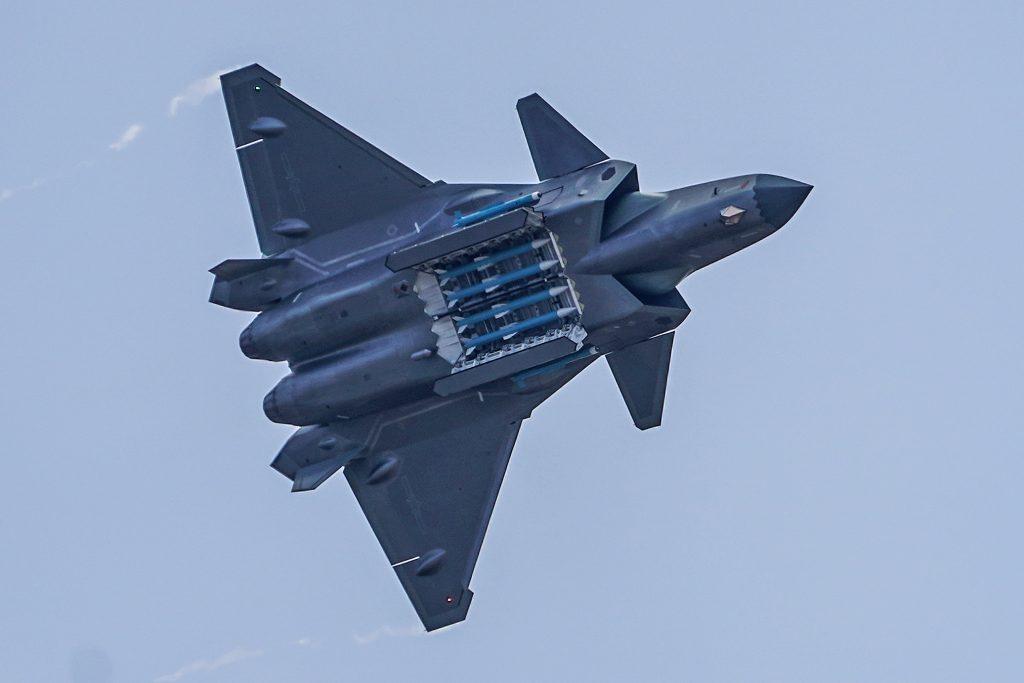 [Aviation] J-20 - Page 22 2019-01-08-J-20-chasseur-Next-Gen-Interview-ing%C3%A9nieur-en-chef-AVIC-Chengdu-06-1024x683