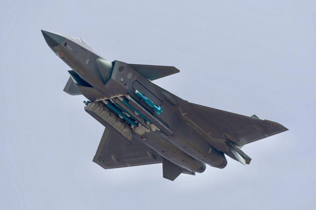 [Aviation] J-20 - Page 22 2019-01-16-Deux-premiers-J-20-d%C3%A9ploy%C3%A9s-sur-la-c%C3%B4te-Est-de-la-Chine-03-1024x683