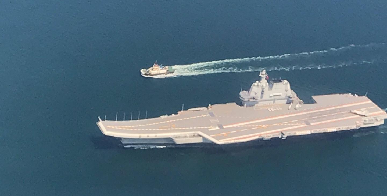 Porte-avions Type 002 sur son retour à Dalian